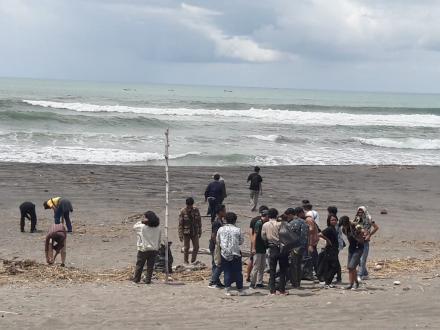Bersih Pantai Barchan