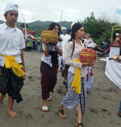 Upacara MELASTI Perayaan Hari Raya Nyepi  Tahun Saka 1941 di Pantai Parangkusumo
