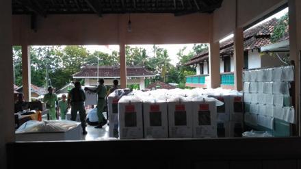 Pendistribusian Kotak Suara ke Masing-Masing TPS Desa Parangtritis