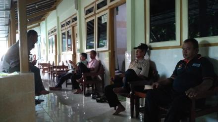 Bukti Solidaritas Tinggi, Staf Desa Jenguk Kasi Pelayanan di RSUD Panembahan Senopati Bantul