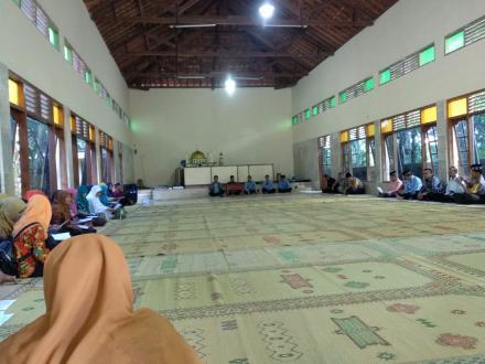 Pengajian Jumat Pagi  se- Kecamatan Kretek di Gedung Muslimin Komplek Masjid Al Mukhlisien Samiran