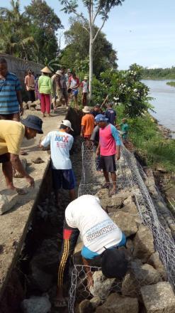 Gotong royong Pemasangan Bronjong di Sungai Opak